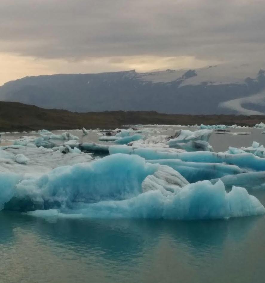 Glacier géant devant.